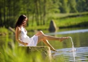 Femme-nature-eau-jambes-2-640x450